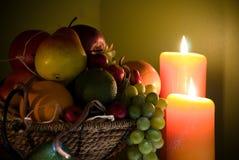 Frutta all'indicatore luminoso della candela Immagine Stock Libera da Diritti