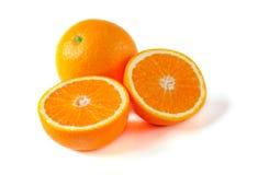 Frutta arancio con la metà isolata su fondo bianco Immagine Stock