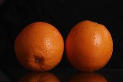 Frutta arancio isolata sul nero Immagine Stock