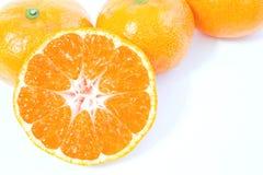 Frutta arancione isolata su priorità bassa bianca fotografia stock libera da diritti