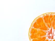 Frutta arancione isolata su priorità bassa bianca immagine stock