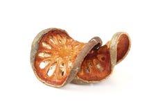Frutta asciutta di cotogno del bengala, aegle marmelos su fondo bianco Fotografia Stock Libera da Diritti