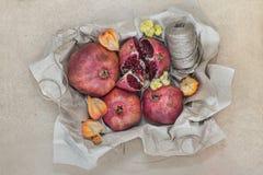 Frutta avvolta in carta del mestiere Fotografia Stock Libera da Diritti
