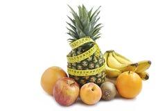 Frutta con nastro adesivo di misurazione. Fotografie Stock Libere da Diritti
