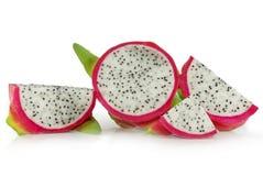 Frutta del drago o di Pitaya isolata su bianco immagine stock