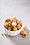 Frutta del Longan in ciotola bianca Immagine Stock