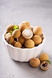 Frutta del Longan in ciotola bianca Fotografia Stock Libera da Diritti
