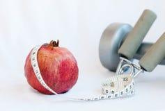 Frutta del melograno e nastro di misurazione Fotografia Stock