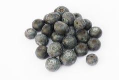 Frutta del mirtillo su un fondo bianco Immagini Stock