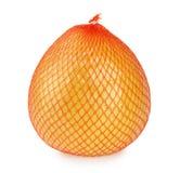 Frutta del pomelo avvolta nella rete ed in stagnola di plastica isolate Fotografia Stock