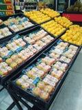 Frutta del supermercato di Wal-Mart Immagini Stock