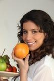 Frutta della holding del Brunette Immagine Stock Libera da Diritti