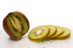 Frutta di kiwi fresca con le fette Fotografia Stock Libera da Diritti
