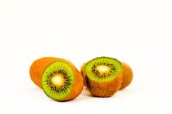 Frutta di Kiwi nella priorità bassa bianca Fotografia Stock Libera da Diritti