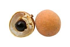 Frutta di Longan isolata su priorità bassa bianca immagine stock