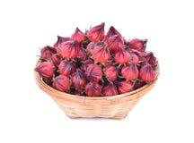 Frutta di rosella in canestro di bambù isolato su fondo bianco Fotografie Stock