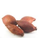 Frutta di Salacca sui precedenti bianchi Fotografia Stock