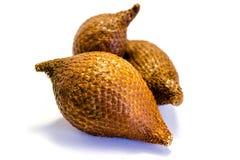 Frutta di Salak isolata su fondo bianco immagine stock