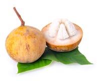 Frutta di Santol isolata su fondo bianco Immagini Stock