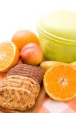 Frutta e biscotti Fotografie Stock