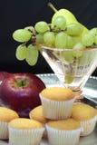 Frutta e focaccine della prima colazione Fotografia Stock Libera da Diritti