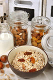 Frutta e granuli della prima colazione Fotografia Stock Libera da Diritti