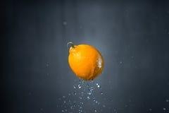 Frutta e spruzzata di acqua Fotografia Stock Libera da Diritti