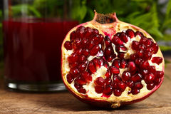 Frutta e succo della granatina fotografie stock