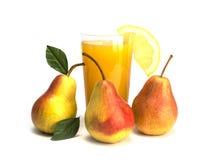 Frutta e succo isolati su fondo bianco Fotografia Stock