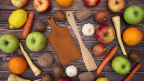 Frutta e verdure che si muovono - fermi il moto stock footage