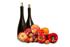 Frutta e verdure con le bottiglie Fotografia Stock Libera da Diritti