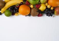 Frutta e verdure della raccolta su fondo bianco con lo spazio della copia Immagine Stock Libera da Diritti