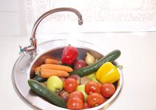Frutta e verdure su una cucina Fotografia Stock Libera da Diritti
