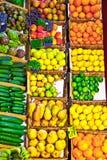 Frutta e verdure fresche sul servizio Fotografie Stock