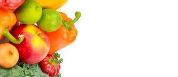 Frutta e verdure isolate su un fondo bianco Spazio libero Fotografie Stock Libere da Diritti