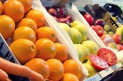 Frutta e verdure nel mercato Fotografia Stock Libera da Diritti