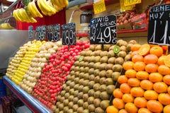 Frutta e verdure nel servizio di via Immagini Stock Libere da Diritti