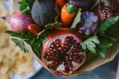 Frutta e verdure sotto forma di concetto sano del mazzo Immagine Stock Libera da Diritti