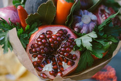 Frutta e verdure sotto forma di concetto sano del mazzo Immagine Stock