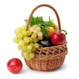 Frutta e verdure in un cestino Fotografia Stock Libera da Diritti