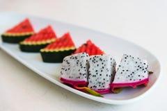 Frutta ed anguria affettate del drago sul piatto Fotografie Stock Libere da Diritti