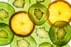 Frutta ed arancio di Kiwi in lampadina immagini stock