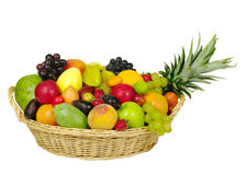 Frutta esotica in un cestino immagini stock