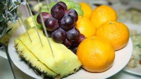 Frutta festiva della decorazione della tavola video d archivio