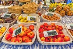Frutta fresca da vendere, mercato di Pollensa, Mallorca Fotografia Stock