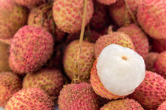 Frutta fresca dei litchi con il fondo di bianco dell'isolato Fotografia Stock Libera da Diritti