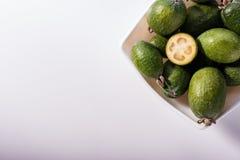 Frutta fresca del Feijoa su un fondo bianco fotografia stock