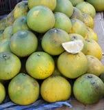 Frutta fresca del pompelmo Immagini Stock Libere da Diritti