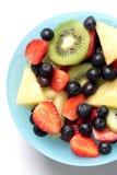 Frutta fresca della fetta della miscela in ciotola Immagini Stock