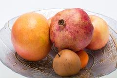 Frutta fresca della miscela sul piatto Immagine Stock